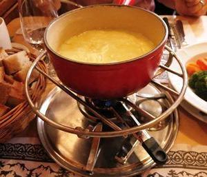 チーズフォンデュは、シンプルな家庭・郷土料理~