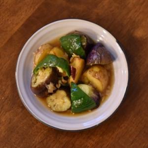 地三鮮、蒸し鶏とキャベツの柚子胡椒和え献立。