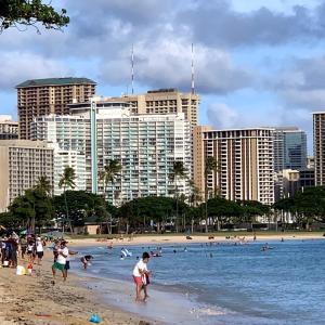 ハワイ2波でビーチパーク閉鎖