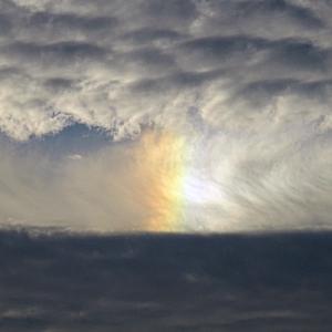 この変な雲は何?