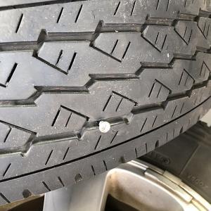 タイヤ交換に行ったら、パンクしてるといわれ…
