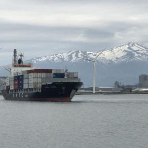 コンテナ船の出港