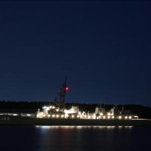 護衛艦「ゆうだち」夜景