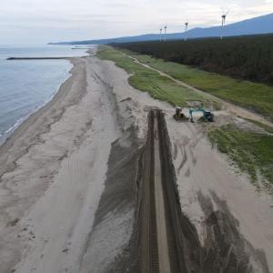 海岸の砂丘をようやく修復か