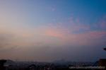 朝焼けの雲と三日月(神奈川県横浜市磯子区滝頭)