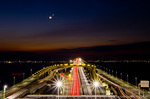 夜明けの東京湾アクアラインの光跡と月と金星(千葉県木更津市)