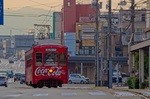 万葉線 コカ・コーラ レトロ電車の走る風景(高岡市末広町)