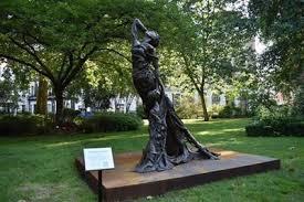 ライダイハン像、ロンドン中心部の公園で一般公開