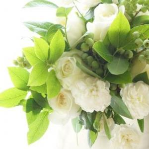 芳醇な香りの白薔薇のブーケ、さぁ先に進もう!