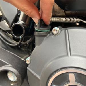 簡単・安価 スクランブラー エンジンオイル交換方法 AZ MEG-019【15W-50】