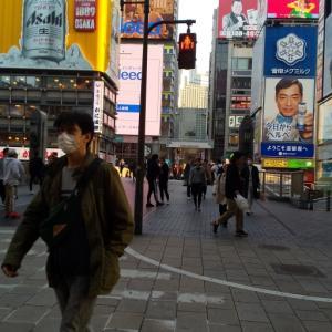 戎橋の様子、大阪モデル黄信号が、、、、なのです。