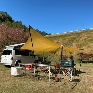 キャンプで簡単設営キッチンテーブル