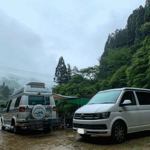 雨の日オーニングは斜めに 原不動滝キャンプ場