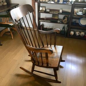キツツキマークの揺り椅子