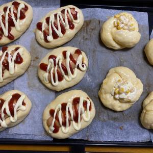 ウインナーパンとマヨコーンパン