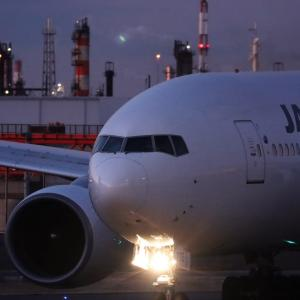 JAL B777 は沖縄へ