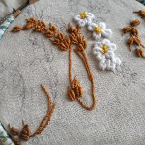 BULLION STITCH で白い小花
