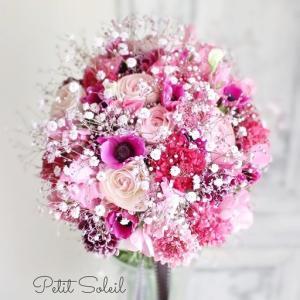 ピンクの花のクラッチブーケ