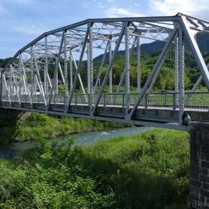 夏のトラス橋