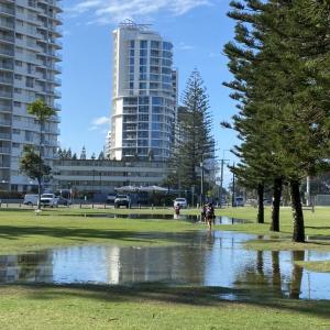 オーストラリア、雨天3日続いて水溜り