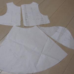 パフスリーブペプラムワンピースの型紙作成