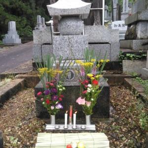 墓掃除と墓参り