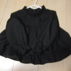 丸みヨークのブラウス(95サイズ)ブラックで出品