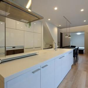 間取りと暮らしと家事周辺要素と暮らし方のデザイン設計の空間構成色々と・・・キッチンの位置づけで家事時間と寛ぐ時間のバランスも機能も使い勝手と連動性が変わりますよね。