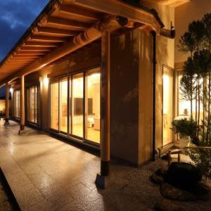 家を設計デザインする際、暮らしの趣と空間活用の設計の価値と活用方法にも色々・活動空間の中に予備の空間として「余白」をデザイン設計する坪庭・中庭が持つ魅力と効能