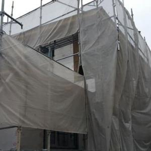 (仮称)斜めの壁と移動する視界が居心地を印象操作する和モダンの家新築工事の現場・空間がリアル化されていく途中で構成要素の整理整頓を設計デザインの意図に昇華の時間。