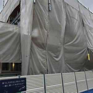 (仮称)斜めの壁と移動する視界が居心地を印象操作する和モダンの家新築工事・内装の下地工事を進めながら壁・天井・窓・床、寝室や廊下、吹き抜け、LDK等周辺要素リアル化された現場で魔法の掛け方。