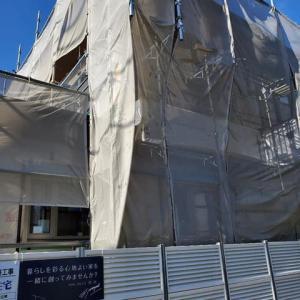 (仮称)斜めの壁と移動する視界が居心地を印象操作する和モダンの家新築工事現場での打ち合わせをイロイロと、設計デザインのカタチと工夫、この日はLDK空間での構成とキッチンスタイルを。