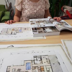 シンプルモダンのデザインでスッキリと広く間取りを感じる様に設計の工夫を盛り込んで住まいの新築計画の途中に・・・・・。