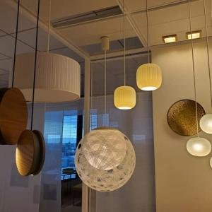 設計とデザインの過程を色々と住まい造りの時間に灯りの効能をデザインする事で住まいの質感もやすらぎもインテリアも過ごし方に馴染むように。