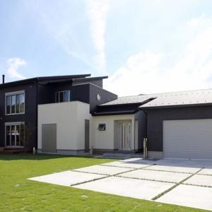 家と庭と間取りの相互関係を暮らしと居心地からデザインする事で過ごし方も見える範囲の気持ちのいい風景も使い勝手も変化しますよね、設計の工夫でもてなしの環境。