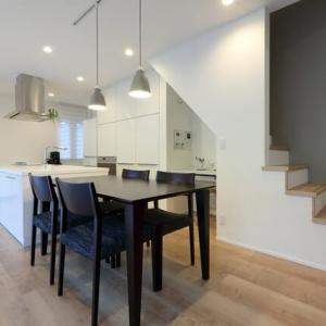 暮らしに充実と心地良さに見えない範囲の配慮が活きる設計デザインの付加・暮らしの意味を立案する思考・ミセスルーム・ワークスペース・家事空間の充実度が支える間取りの感度。
