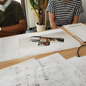 暮らしと環境のリノベーションプラン・・・丁寧な暮らし方のイメージを計画中のところ、設計デザインのコンセプトを煮詰めつつ住まい手さんとの打ち合わせ時間。