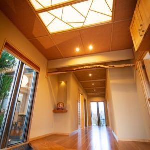 間取りと暮らしの紐づけは大切に・・・暮らしの空間として玄関の在り方を素直に丁寧に考える事、日常的な暮らしの居心地に居室化するような玄関の質を丁寧に設計デザインの感度を。