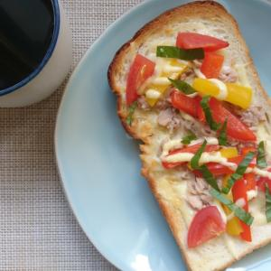 ツナとパプリカとトマトのオーブンサンド。