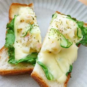 チーズとポテサラのオープンサンド。 ~ 余ったポテサラ活用 ~
