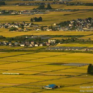 夕陽差す黄金色の会津盆地