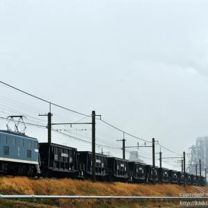 太平洋セメント熊谷工場を後に石炭返空列車