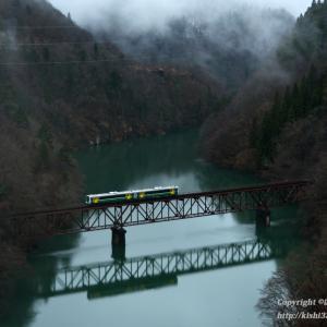 暖冬の只見線 第三橋梁を往く試運転列車
