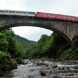 第四平石川橋梁を見上げる