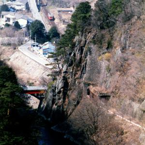草木ダム俯瞰 旧線跡とキハ20