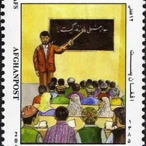 タリバン、女子を排除して中学・高校を再開