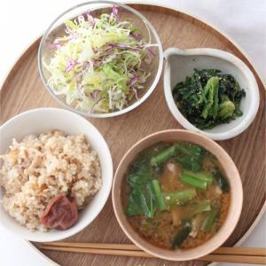 玄米ごはんと野菜のおかずと