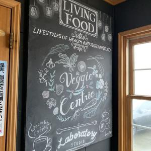 チョークアートがおしゃれな開放的カフェ・新庄市の「カフェラボ」でラクレットチーズたっぷりのドリア!