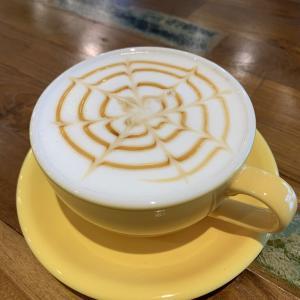 村山市のカフェ「Green wood coffee」でのおだやかな読書の時間。