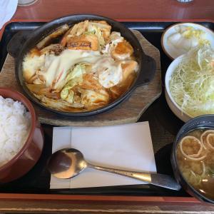 「とん八」の「国産若鶏の鉄板チーズダッカルビ膳」は甘辛ダレたっぷりで、怖いくらいにご飯が進む♪